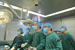 先进一体化手术室进行微创手术