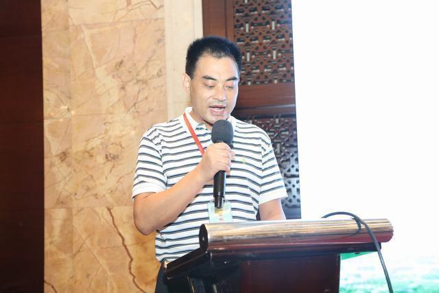 山东大学齐鲁医院超声科主任李杰教授主持会议.JPG