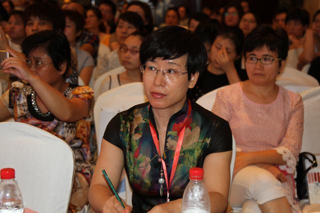 山东大学齐鲁儿童医院超声科主任刘庆华教授主持会议.JPG