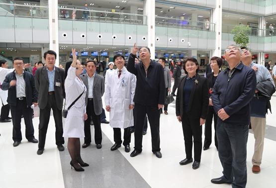 国家卫生计生委副主任马晓伟一行到遵医附院考察调研