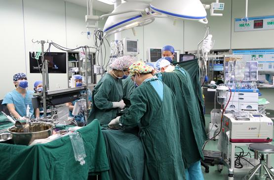 2.心脏移植.jpg