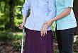 门诊来了个行走困难的患者,多问一句话明确病因......