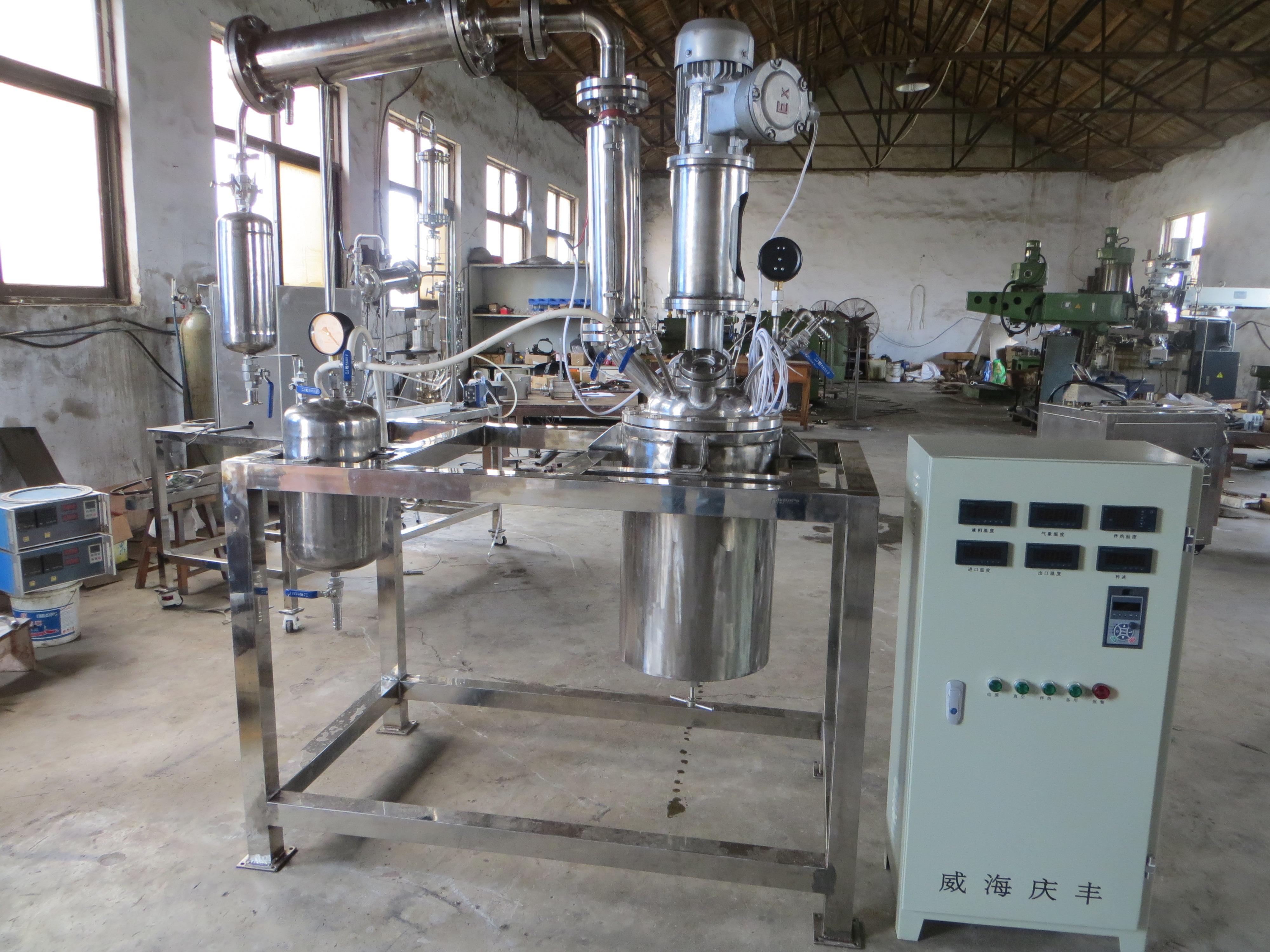 外循环减压蒸馏反应装置