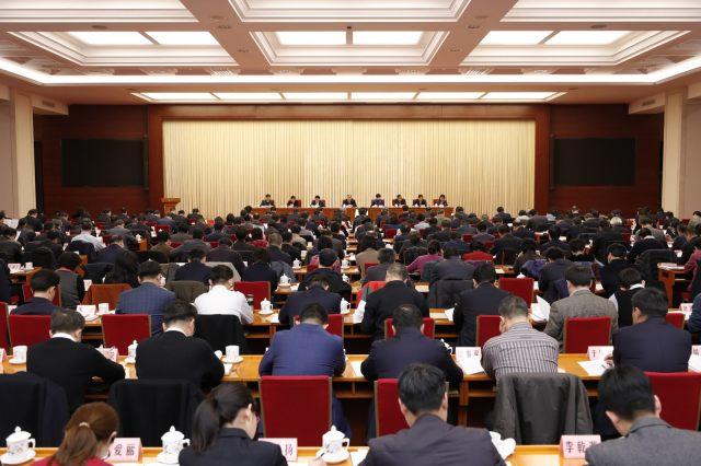 王虎峰:应给予医务人员合理报酬和社会尊重