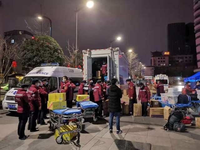 成都市三医院急诊科男护士随「国家队」连夜集结援鄂