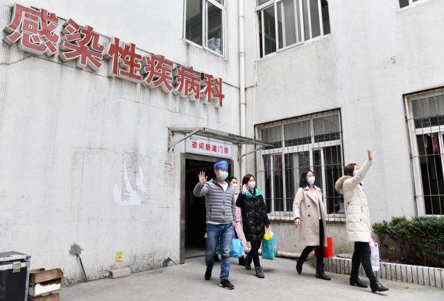 华中科技大学附属协和医院第三批 5 名医护人员出院