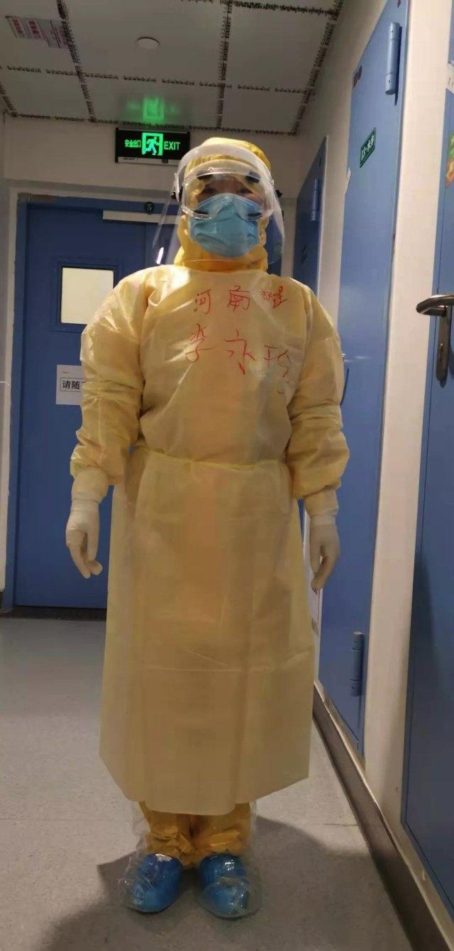 武汉日记 |「妈妈穿上防护服就是奥特曼,一定把病毒怪兽消灭掉!」