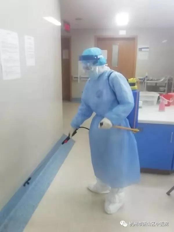 【驰援日记】凌晨 4:00 的消毒班,让我又掌握了一项「新技能」!