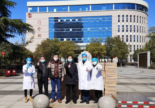 华润武钢总医院为华润健康援鄂医疗队送去医用防护物资