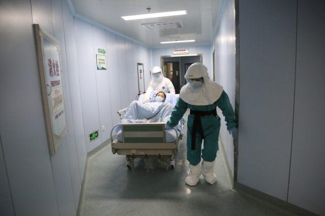 亚心医院实施杂交手术 全力救治战疫医生生命