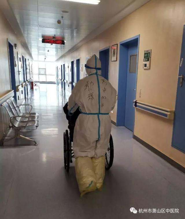 我们在光谷:发动驻点医务人员为住院患者捐献日用品