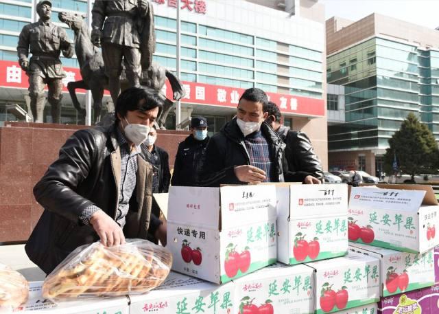 维吾尔族同胞赶制 1000 张馕捐赠延大附院抗疫一线医务人员