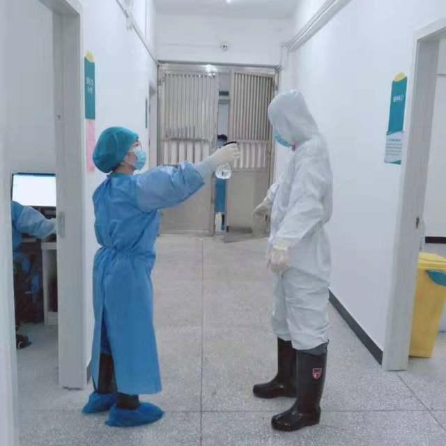 负使命前行 为生命站岗 —记感染疾病科二病区医护团队