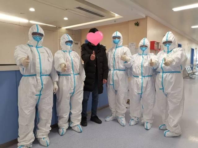 树兰援汉日记⑫   在离病毒如此近的地方,与它对视!