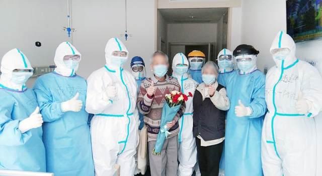 89 岁高龄武大教授与老伴同天痊愈出院