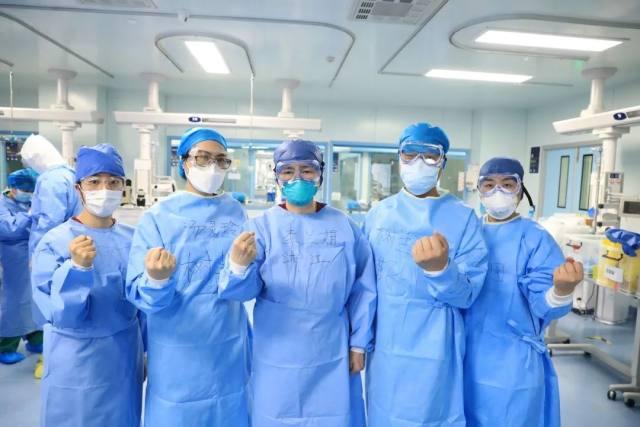 见证李兰娟查房:看到患者一个个康复,我很开心!
