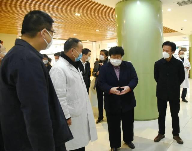 宝山区委、区府领导走访慰问上海二康医院广大医务人员
