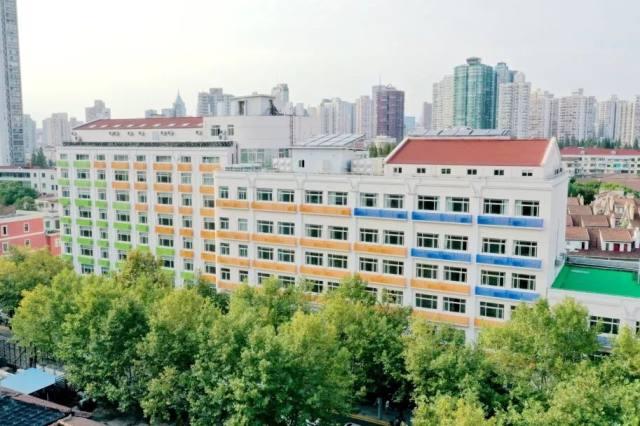 庆 85 周年华诞,长妇幼迎来华师大附属医院、区儿童早期发展中心「双揭牌」
