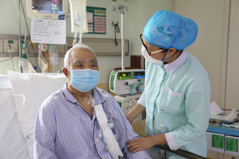 武汉亚心医院心外科为 80 岁老人换「心门」