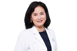 Dr. Ling Qiu 邱玲 医生 in white coat.png