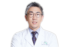Dr. Young Ahn in white coat安荣均.png