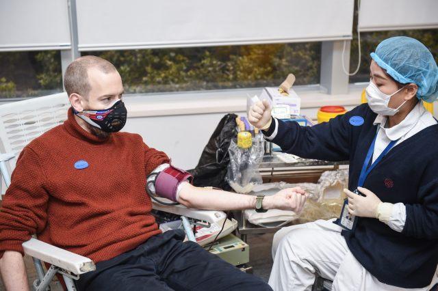 「热血」逆行,共抗疫情!来自世界各地的他们,在沪献血为生命接力