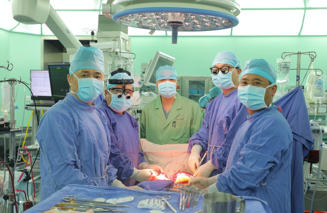 复旦大学附属中山医院再次完成高难度「同步换心肝」