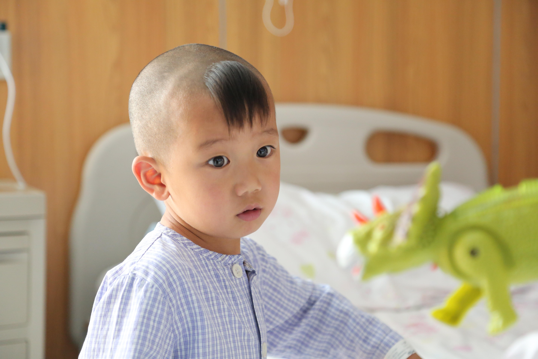 小小「幸运儿」!亚心医院 3 年 2 次为他进行爱心手术