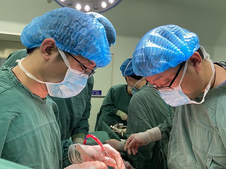 北大医疗鲁中医院独立完成一例心脏瓣膜置换术