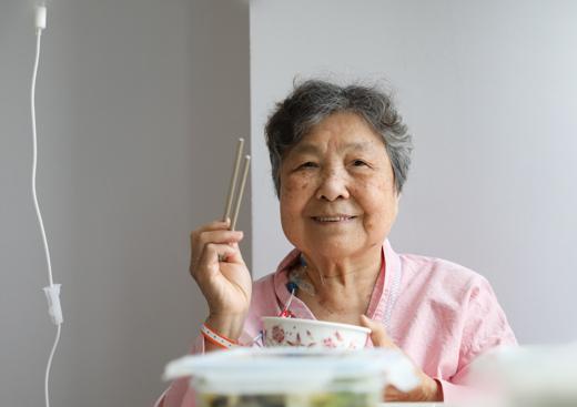 重庆 88 岁「算盘奶奶」患结肠癌,慕名到北部宽仁医院做手术