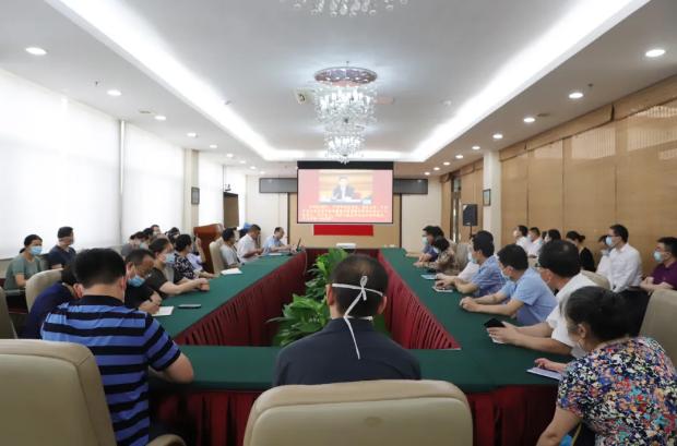 潍坊市人民医院党委书记张晓乙为内科支部讲党课