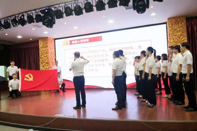 岳池县人民医院隆重举行庆祝中国共产党成立 99 周年表扬大会 暨「书记讲党课」活动