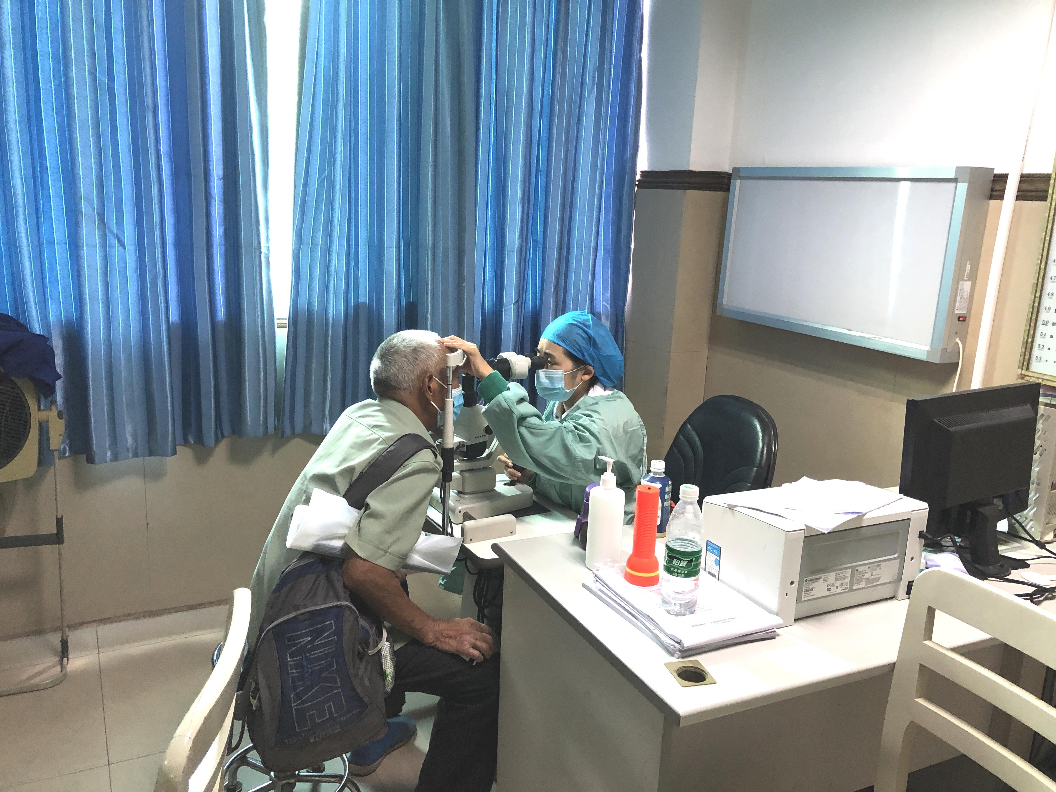 门诊时间调整的第一天:来看看这样的岳池县人民医院!