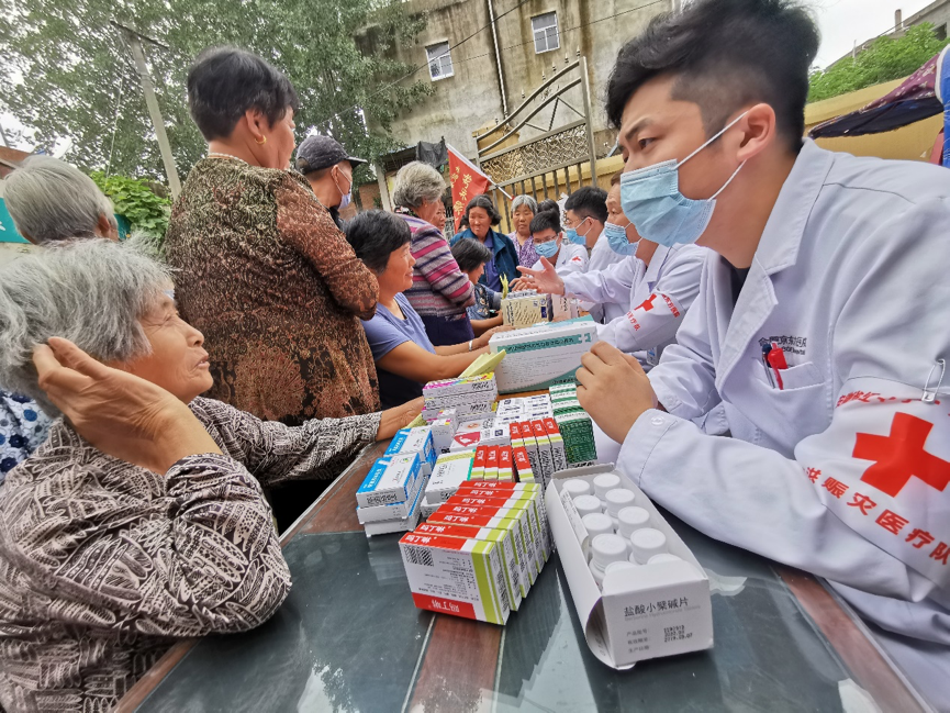 合肥京东方医院医疗队抗洪赈灾义诊在路上