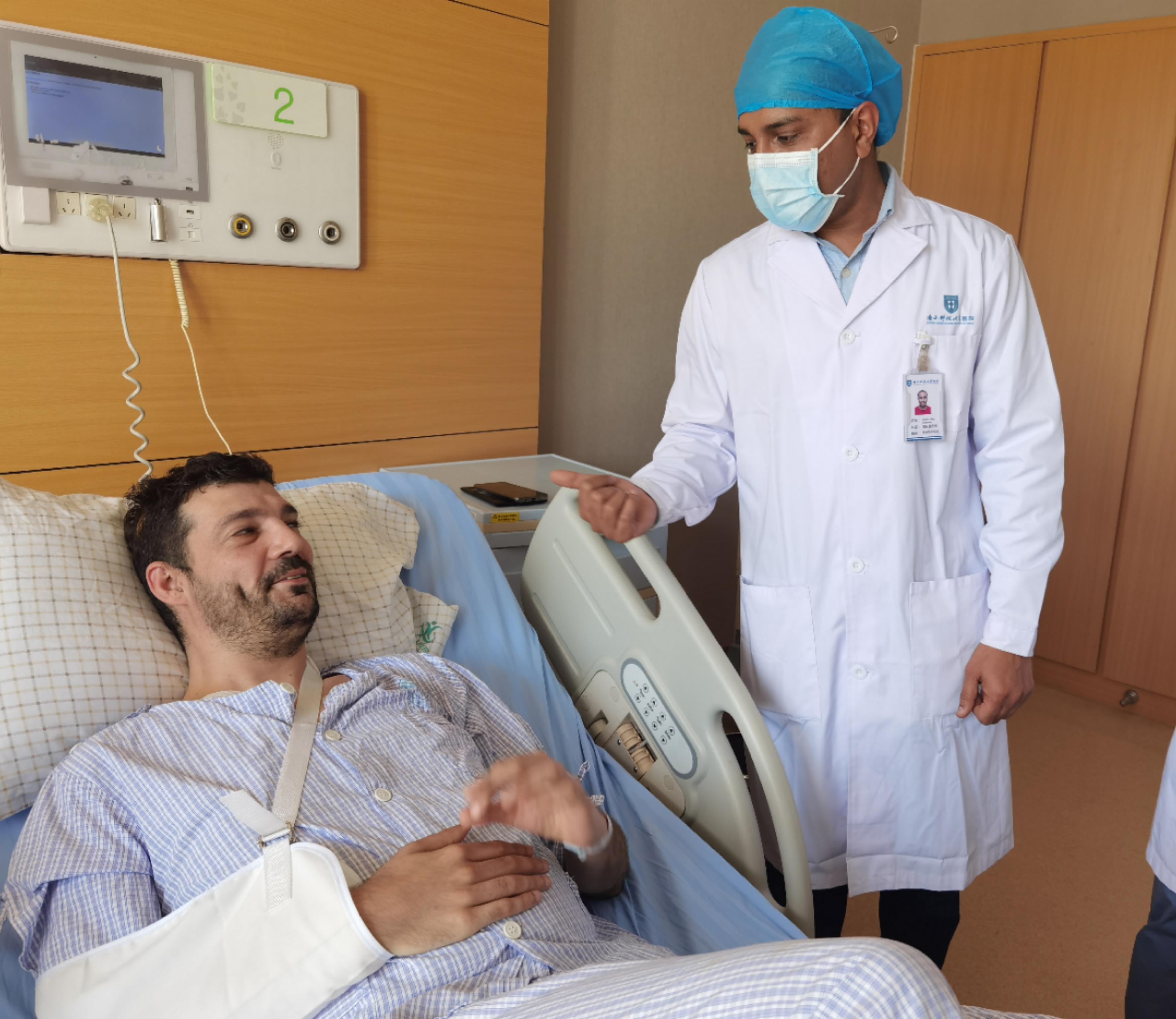 法国小伙车祸入院,南方科技大学医院国际医疗助痊愈