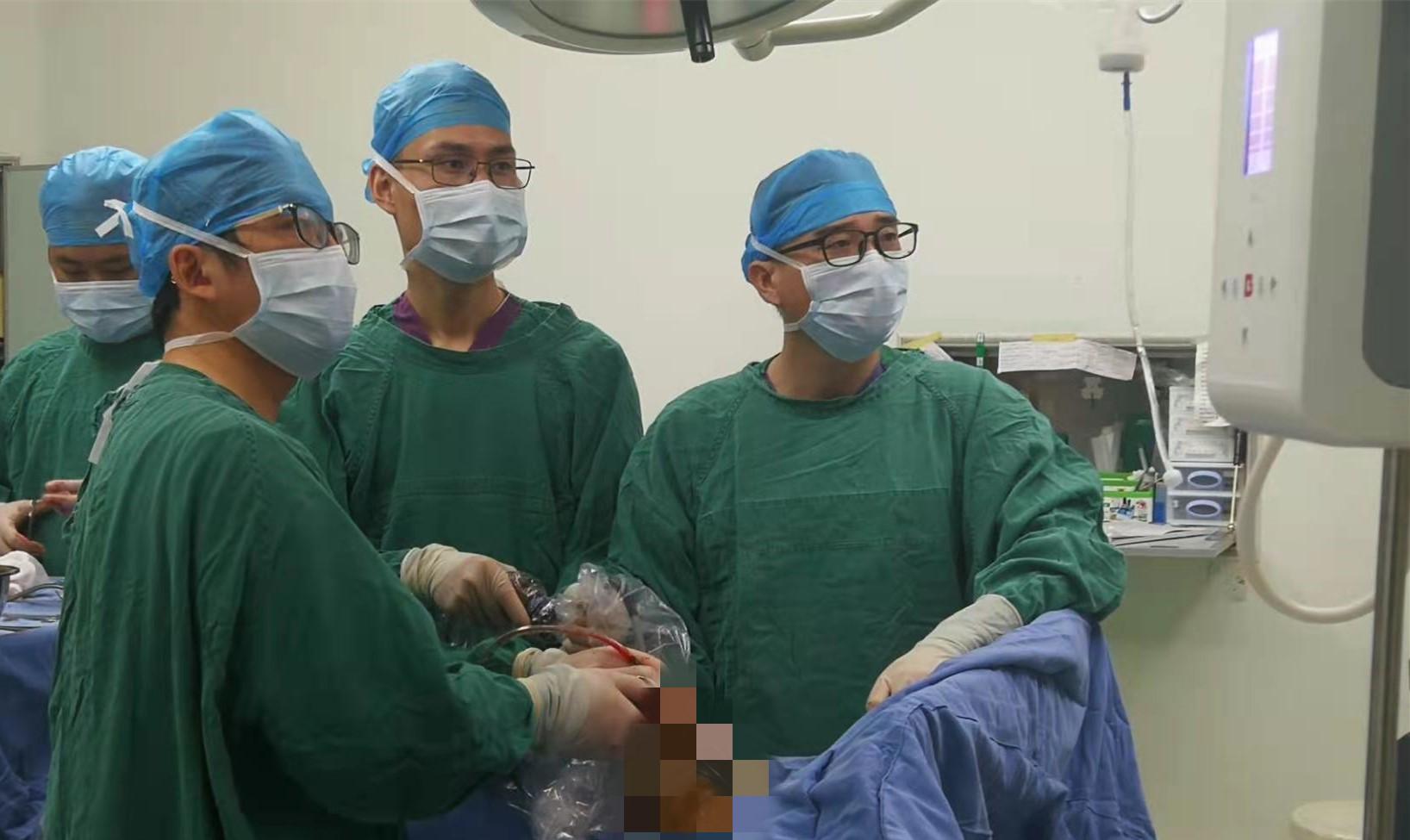 广西壮族自治区南溪山医院极致微创 2.5 厘米小创口解决胸腔大问题