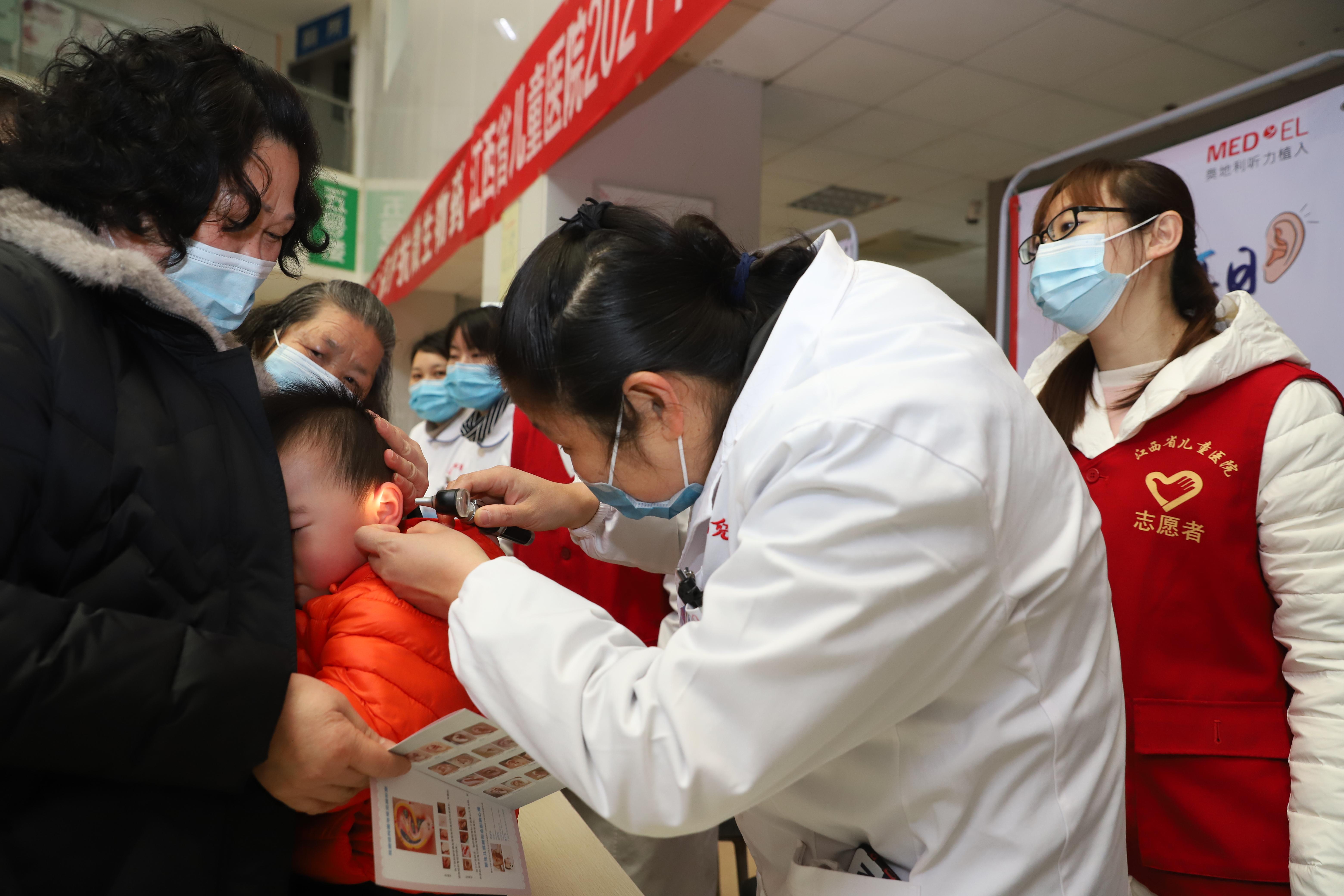 保护耳朵,预防听力损失:江西省儿童医院开展 3·3 全国爱耳日义诊宣传活动