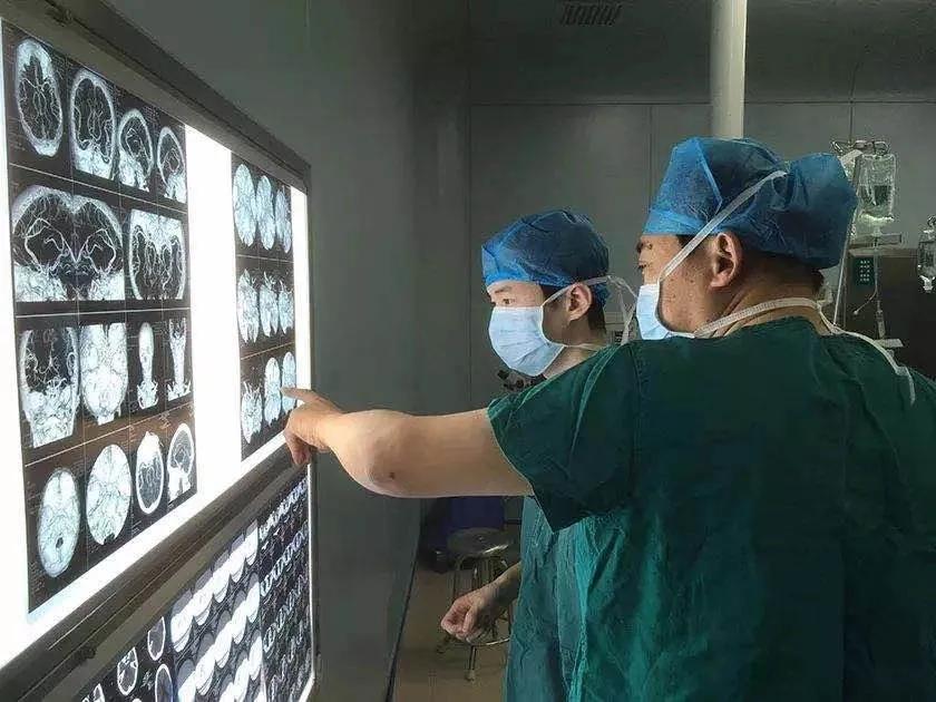 华润武钢总医院锦旗背后的故事丨神经外科「德医双馨、妙手仁心」