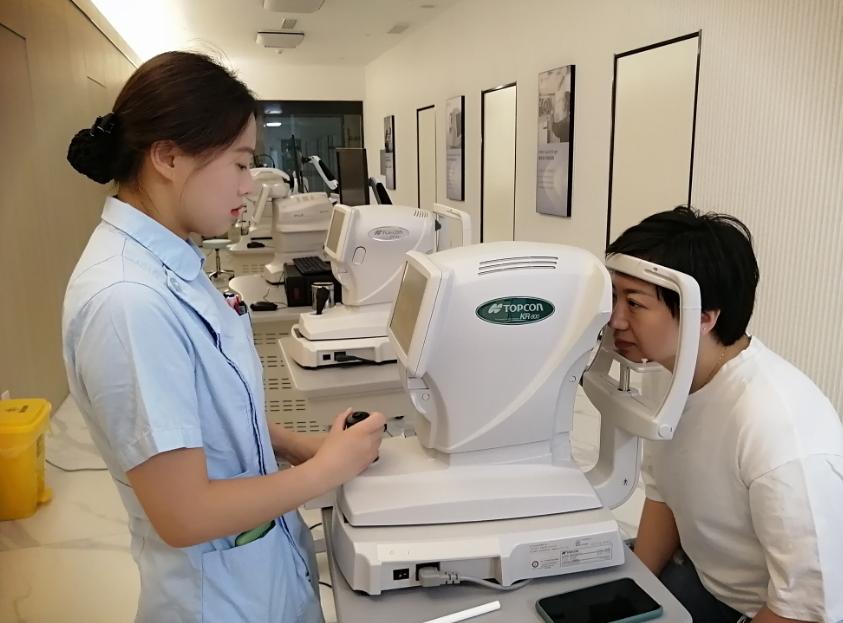 ICL 晶体植入手术和半飞秒哪个好?-沃瑞眼科付玲玲近视手术