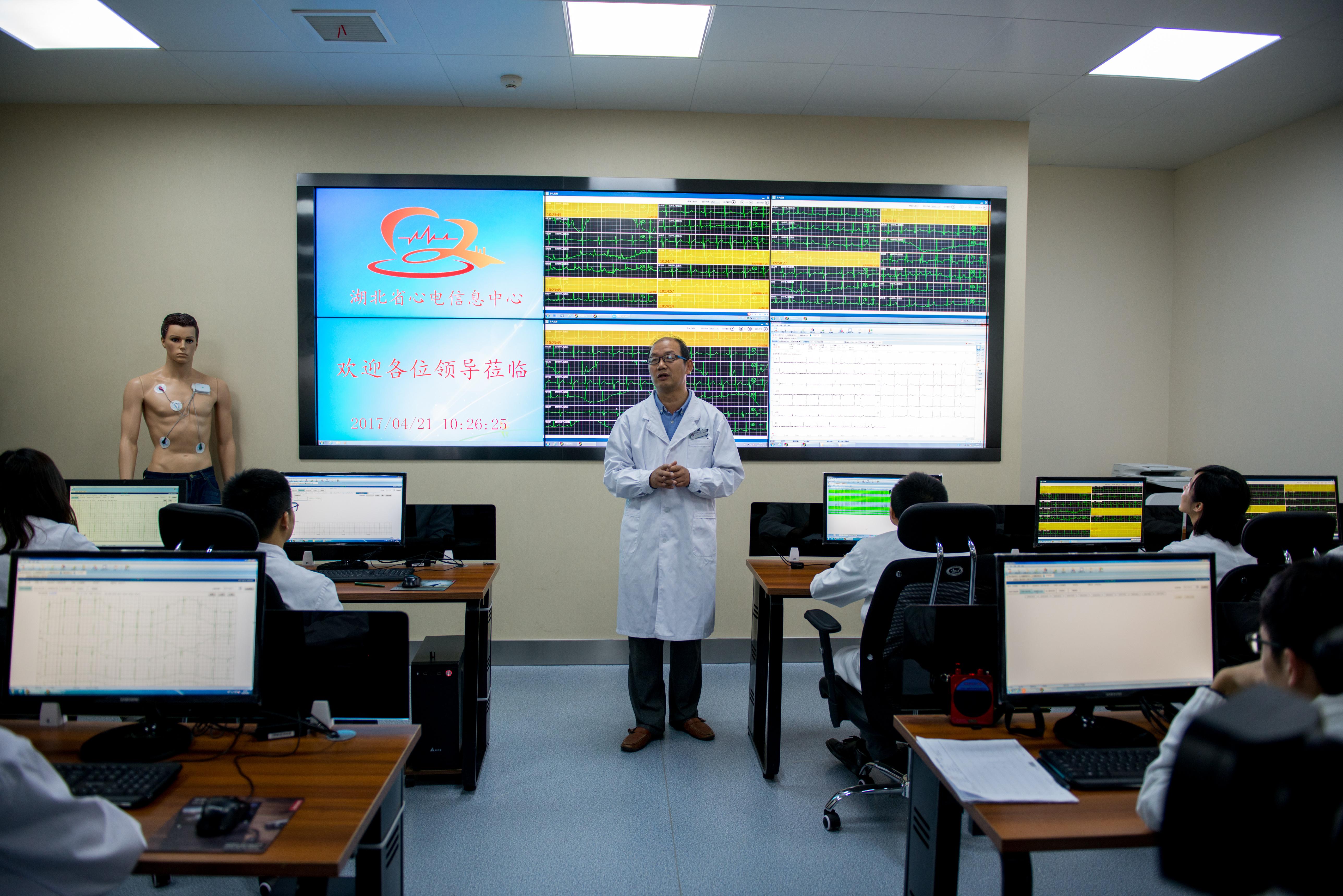 """湖北省人民医院铺设""""佩戴式""""心电监护预警网造福心血管病患"""