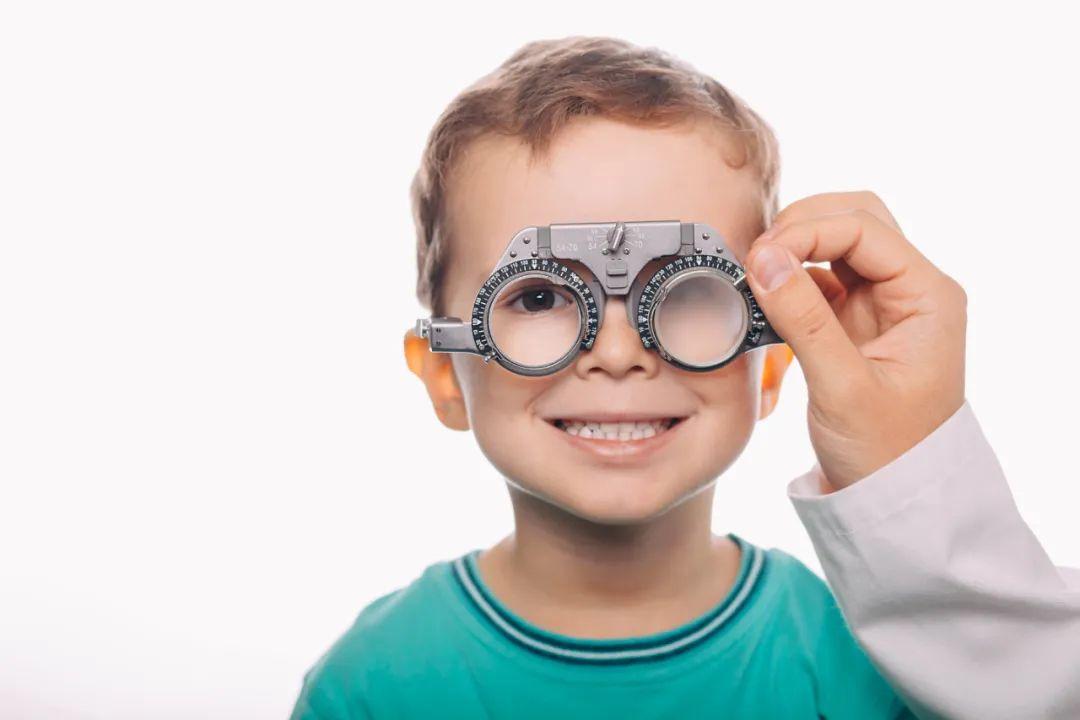选对眼镜,别让孩子度数再涨了!