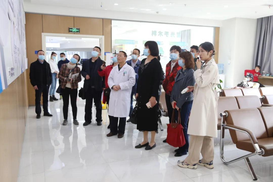四川高校医院院长齐聚银海,聚焦大学生眼健康现状与对策研究