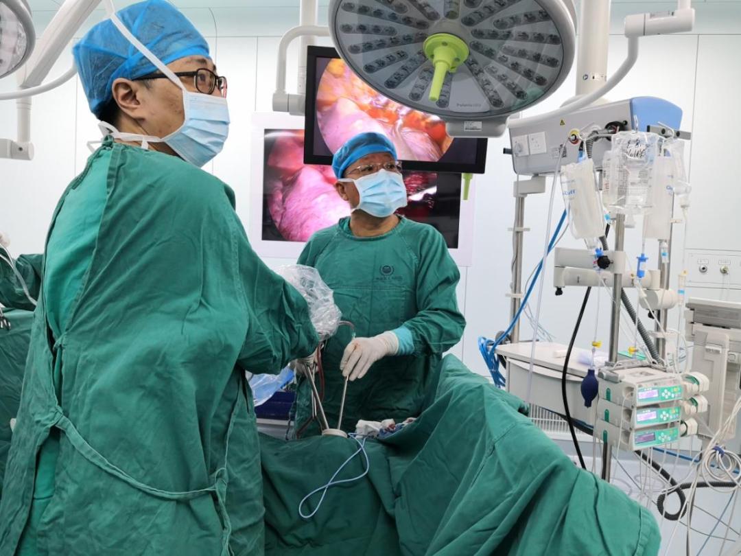 3.5 cm 的小切口,打开生命通道!前海人寿广州总医院胸外科成功实施广州首例单孔胸腔镜下肋骨骨折胸腔内复位内固定手术