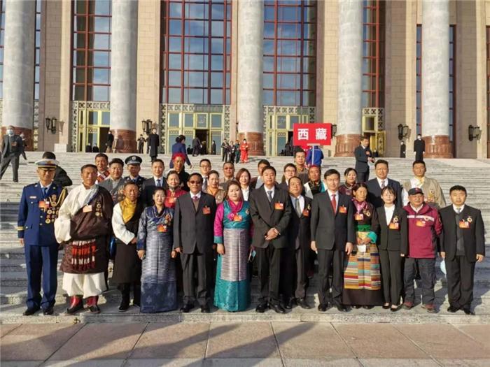 阜康医院护士长获全国劳模称号,锦衣归来受西藏总工会之邀发言