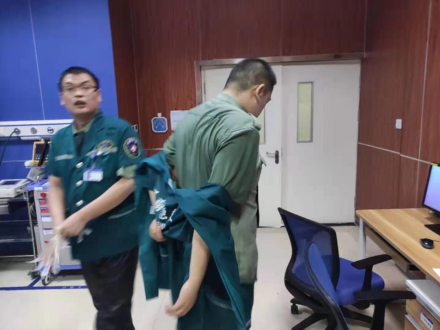 救护车丢路上了,还好患者接回来了