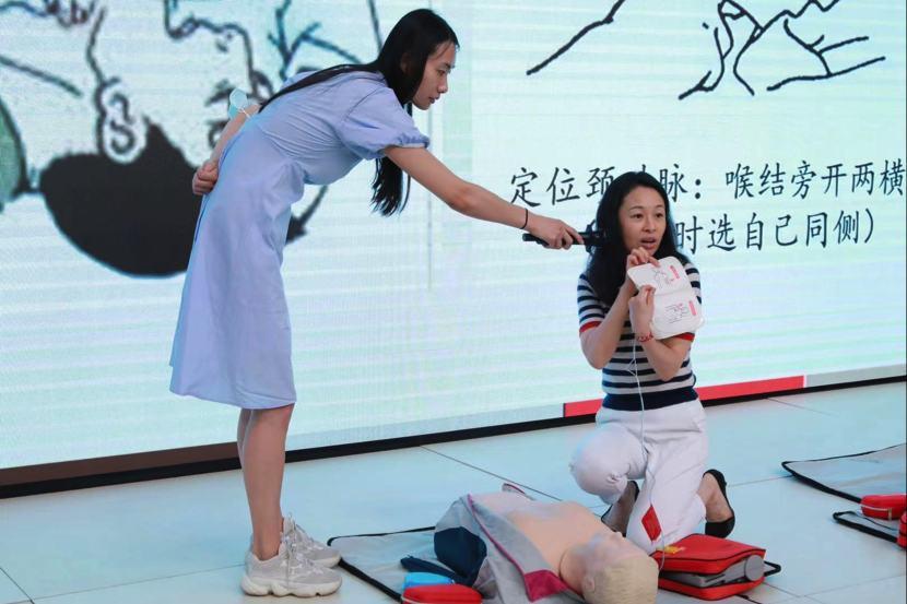 美中宜和开展院外应急救护培训课——学习使用「救命神器」AED