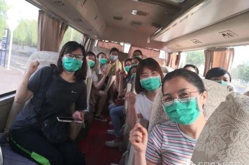 看完这些照片泪目!今天,石门县人民医院 16 名护理人员驰援常德!