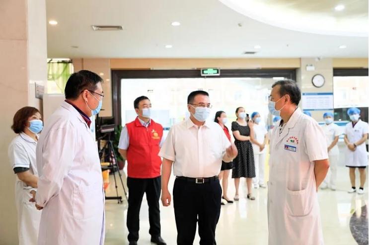 心有锦缎,白衣逆行 --深圳华侨医院抗疫人物记