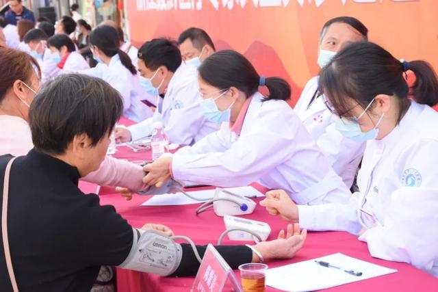 萧山中医院援黔专家团队参加大型义诊活动
