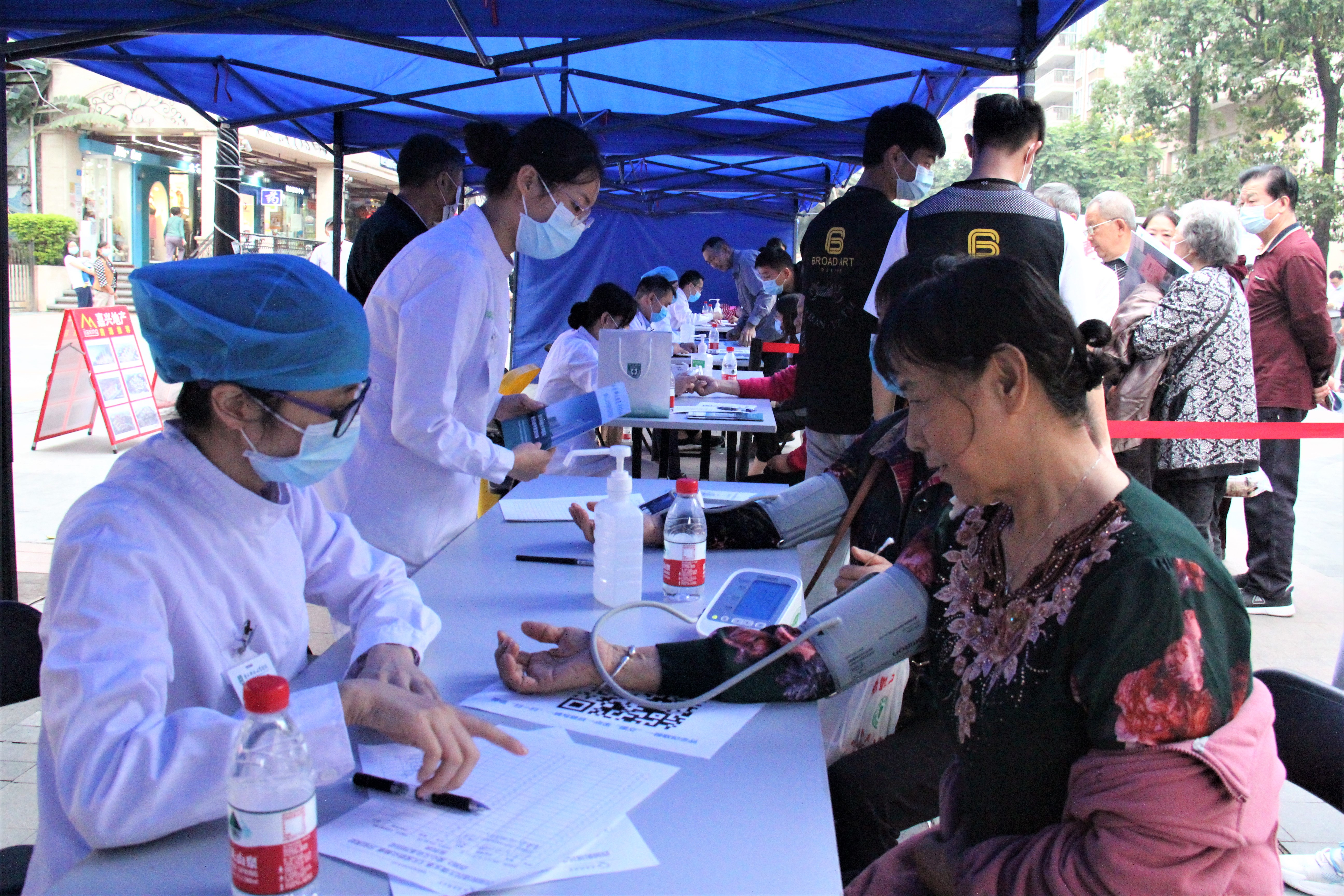博士名医下社区:南方科技大学医院 10 场义诊惠及 4000 人次